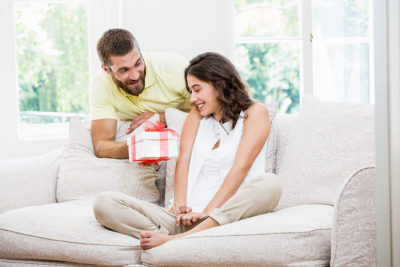 6 Tips on Choosing Holidays Gifts for Your Spouse